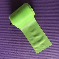 Grøn træningselastik med middel modstand  Pris meter / Rulle